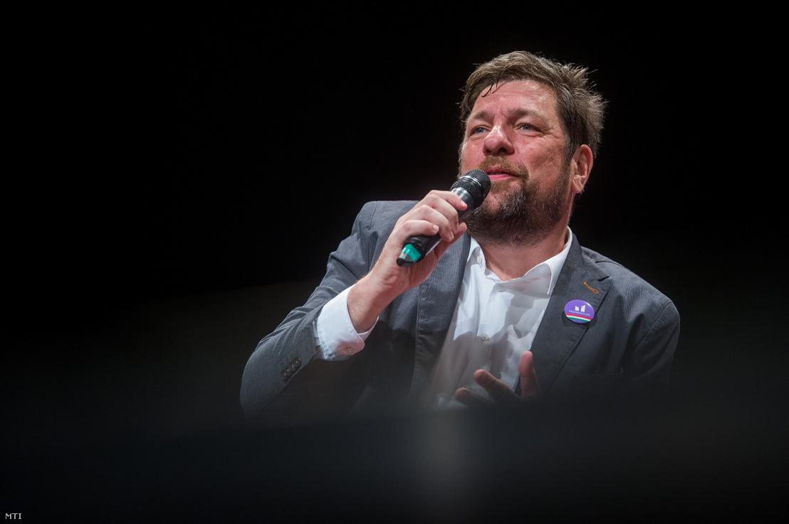 Kerpel-Fronius Gábor, a Momentum főpolgármester-jelöltje az aHang vitáján Budapesten, az Átrium Színházban 2019. június 19-én.