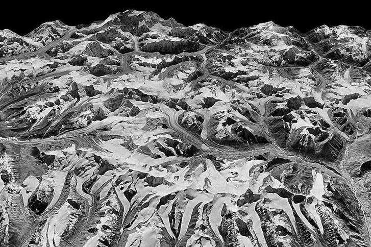 1975-ös felvétel a Himalájáról Nepál és India határánál.
