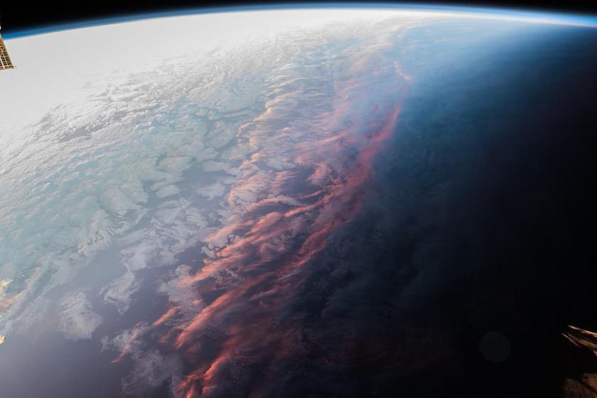 Hogy fest a napnyugta az űrből? Lenyűgöző felvételeket készített az űrhajós