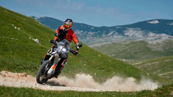 Rákeményít a KTM a 790 Adventure R-re