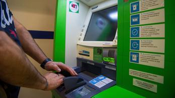 Elhalaszthatja a kormány a bankszámlák tömeges zárolását