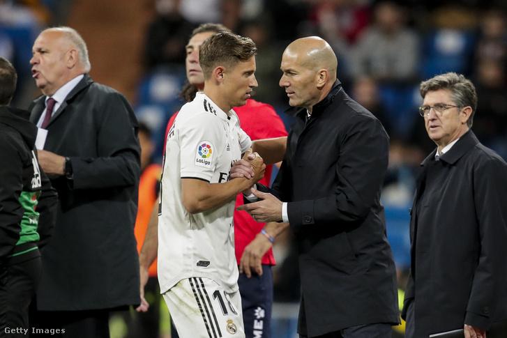 Marcos Llorente és Zinedine Zidane, a Real Madrid edzője