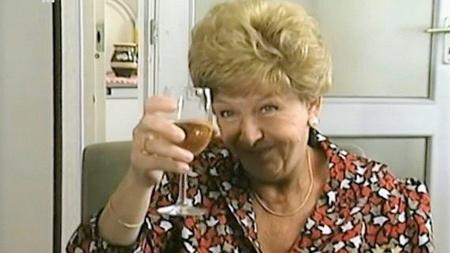 """""""Nem szeretem a vizet, túl klóros"""" - mondta a sorozatban Janka néni."""