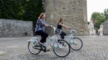 Késéssel, de indul a közösségi kerékpározás Pécsett