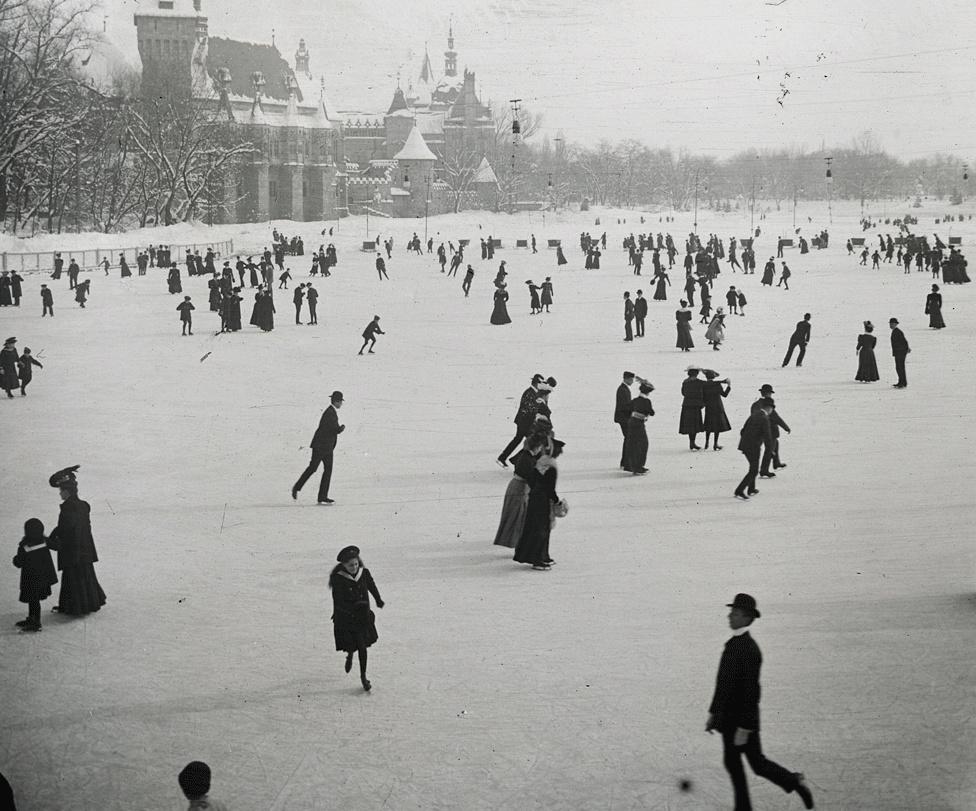 A városligeti jégpályán 1907-ben