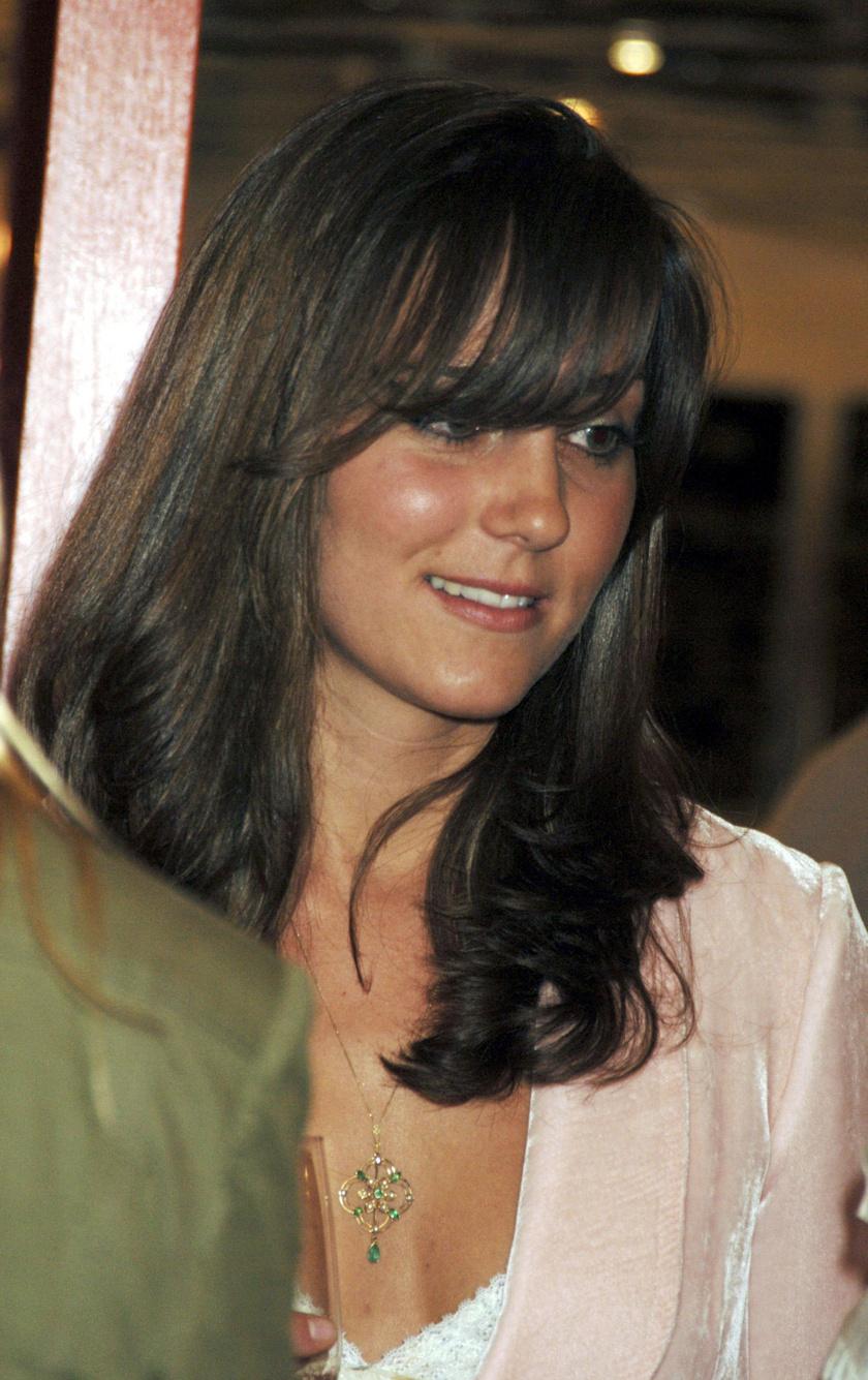 2006-ban Katalin a frufruval kísérletezett. Itt még teljesen másmilyenek voltak a vonásai.