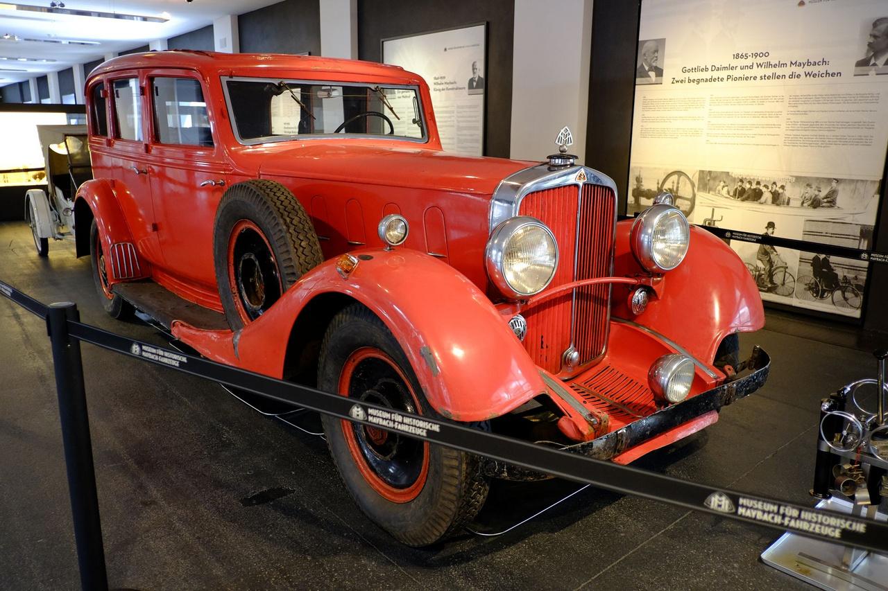 A Maybach volt a németek Rolls-Royce-a, ennél egyszerűbben nem lehet fogalmazni. Wilhelm Maybach Gottlieb Daimlerrel karöltve az autózás úttörői voltak, a Maybach autógyárat az öreg Wilhelm és fia, Karl 1909-ben alapította. Hathengeres, DSH nevű kis-Maybachból (a motorja így is 5,2 literes) összesen három maradt meg világszerte, Ez itt azért, mert a gladenbachi tűzoltóság használta a második világháború után