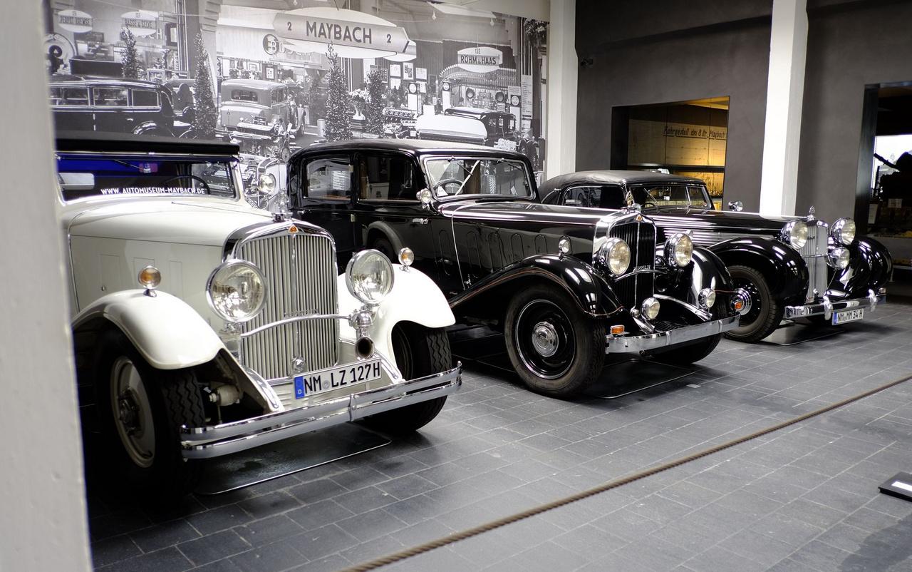 A neumarkti múzeumban a helyi készítésű Express motorkerékpár-kiállítás mellett a nagyobbik attrakció a 2500 négyzetméteres, húsz autót bemutató Maybach-múzeum. Nincs másik tárlat a világon, ahol a megmaradt 160 Maybachból ennyi lenne egy rakáson