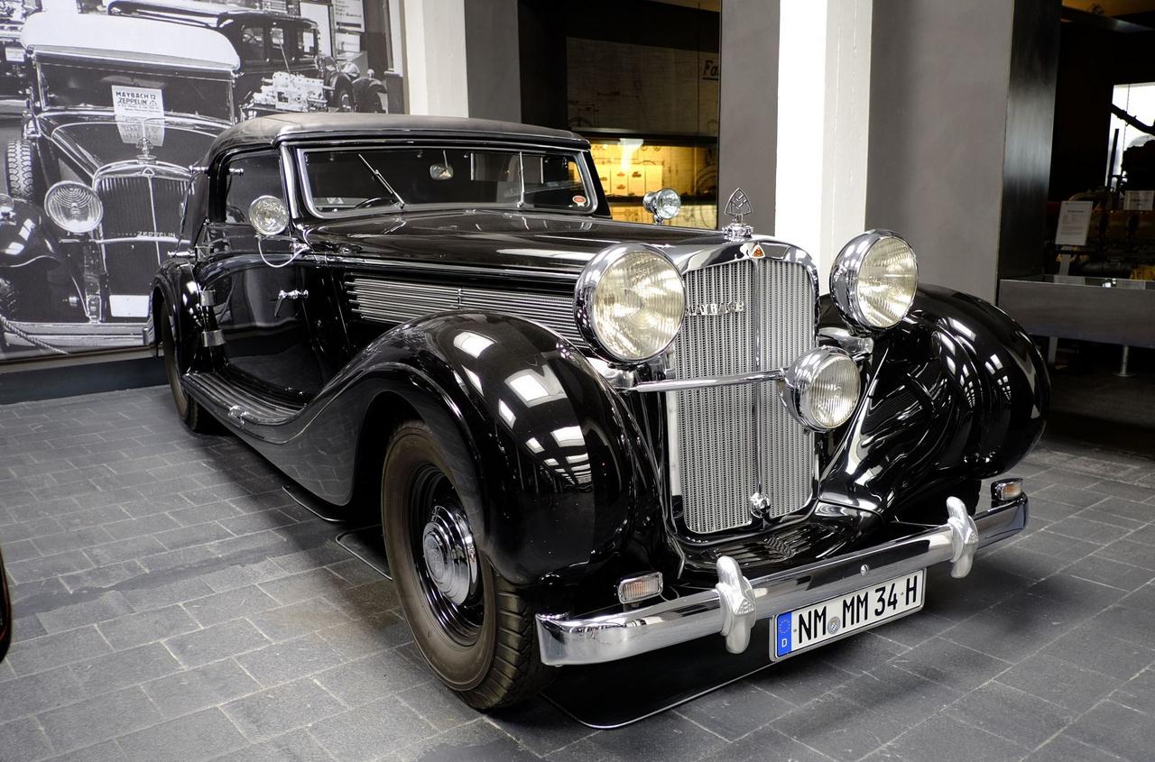 Ez a hatméteres Maybach SW38-as volt az 1938-as Genfi Autószalon egyik sztárja. A kocsi Baselben töltötte az élete java részét. A kocsi szerepelt Richard von Frankenberg 1961-es filmjében, az Új öröm régi autókban (Neue Freude an alten Autos) címűben. Bács csak hathengeres és 3,8 literes, a különlegesen elegáns Spohn-féle kétajtós karosszéria nagyon értékessé teszi