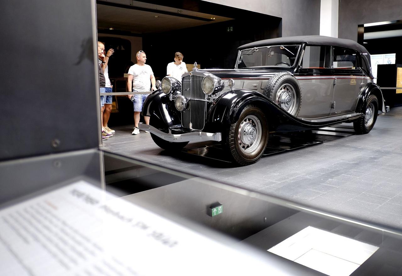 Ez is egy SW38-as, 1937-ből. Erről a kocsiról annyit tudni, hogy a háború után a francia hadsereg állományába került, majd az ötvenes évek közepén egy amerikai katonatiszt magával vitte az USA-ba. Csak a kilencvenes évek végén jutott vissza Németországba, ahol egy ismert Maybach-restaurátor cég tökéletesen felújította
