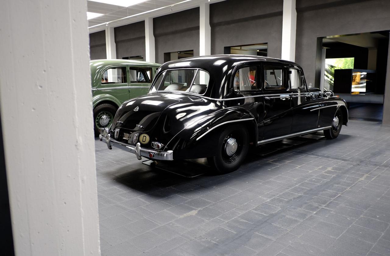 Az 1950-ben történt átalakításhoz Mercedes-Benz 300-as Adenauerről, és BMW 505 Pullman-Limousine-ról származó elemeket használtak. Ezt követően a Maybach Motorenbau vállalat igazgatói járműve lett