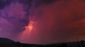 Tomboló vihar kebelezi be a fővárost csütörtök este