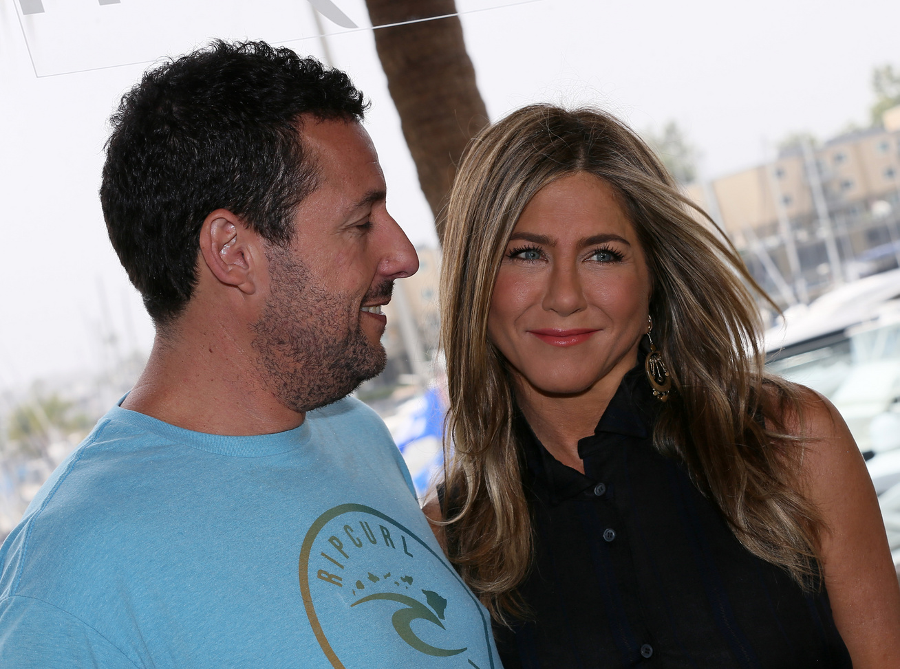 jennifer-aniston-adam-sandler-csok-kinos-cover