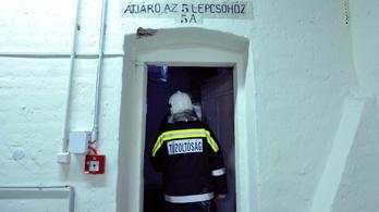 Borítékba helyezett pénzzel akarta megvesztegetni a tűzoltót a 70 éves asszony