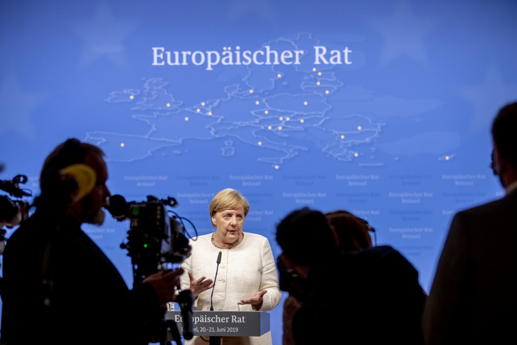 Angela Merkel sajtótájékoztatót tart az Európai Tanács ülése után, 2019. június 21-én Brüsszelben.