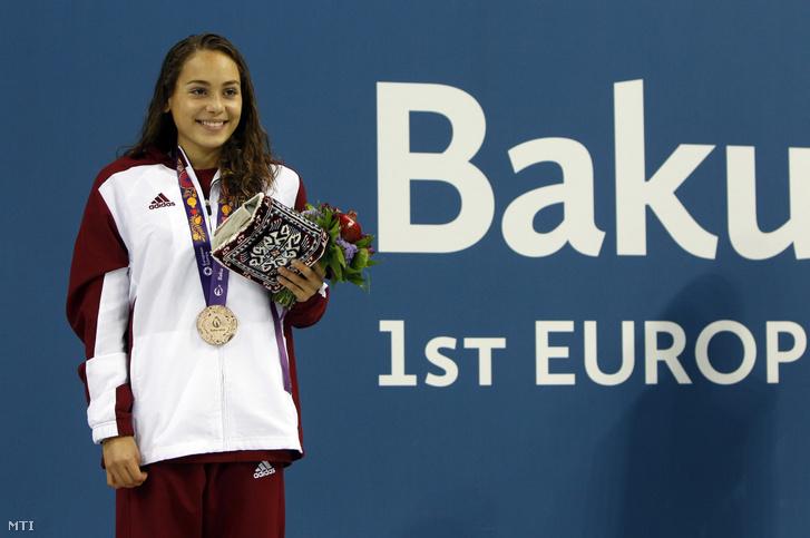 A bronzérmes Bonecz Boglárka az I. Európa Játékok női 200 méteres pillangóúszás versenyszámának eredményhirdetésén 2015. június 24-én.
