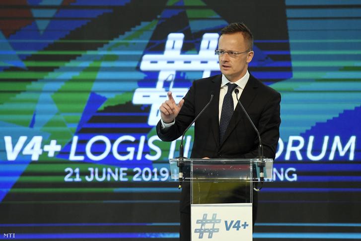 Szijjártó Péter külgazdasági és külügyminiszter beszédet mond a V4+ Logisztikai Fórum megnyitóján a mogyoródi Hungaroringen 2019. június 21-én. M