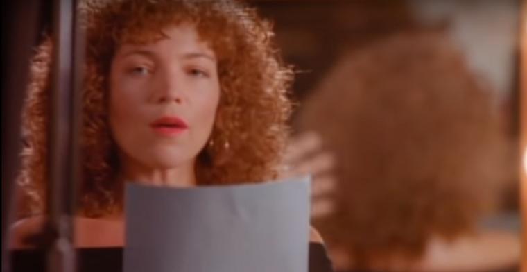 Amy Irving színésznő egyik leghíresebb szerepét még 1978-ban játszotta el az Őrjöngésben, Kirk Dougles oldalán, ...