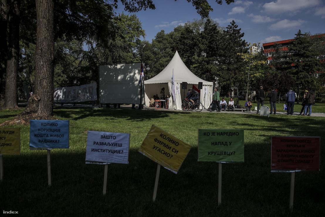 Az ellenzéki sátort és kiállítást több vidéki városba is elvitték