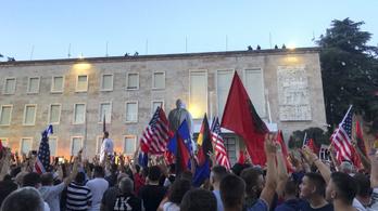 Nagy tüntetés van Albániában a korrupt miniszterelnök ellen