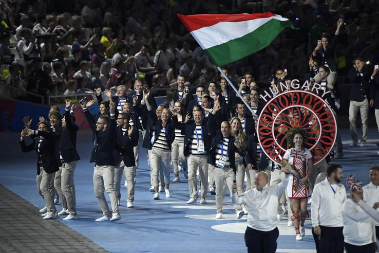 A magyar csapat tagjai a megnyitón