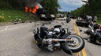 Teherautó ütközött egy csapat motorossal New Hampshire-ben, heten meghaltak