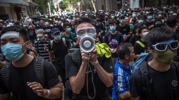 Fél napra megbénították Hongkongot a tüntetők
