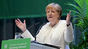 Merkel: a szélsőjobb ellen minden fronton harcolni kell