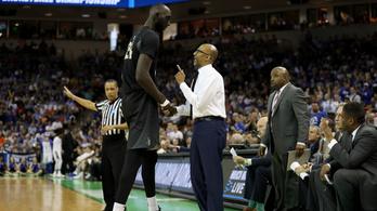 Mentőövet dob az NBA a 231 centis óriás Tacko Fallnak