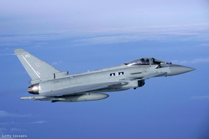 A brit királyi légierő egyik Eurofighter Typhoon vadászbombázója