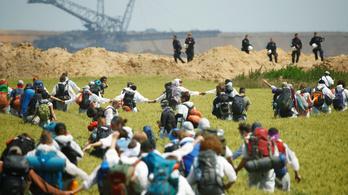 Megrohamoztak egy német bányát a dühös klímatüntetők