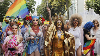 Harminc katona is a homofóbia ellen vonult a kijevi Pride-on