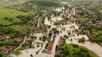 Drónvideón az elárasztott hevesi község