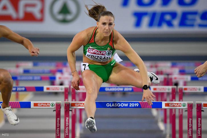 Krizsán Xénia a női ötpróba 60 méteres gátfutás számában a glasgow-i fedettpályás atlétikai Európa-bajnokságon az Emirates Arénában 2019. március 1-jén.