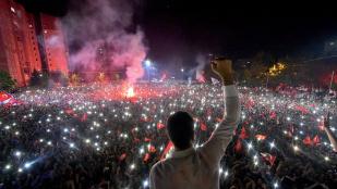 A nép győzelméről írnak a török kormánykritikus lapok
