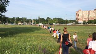 Egy vonatnyi embert küldött sétálni hétfő reggel a MÁV