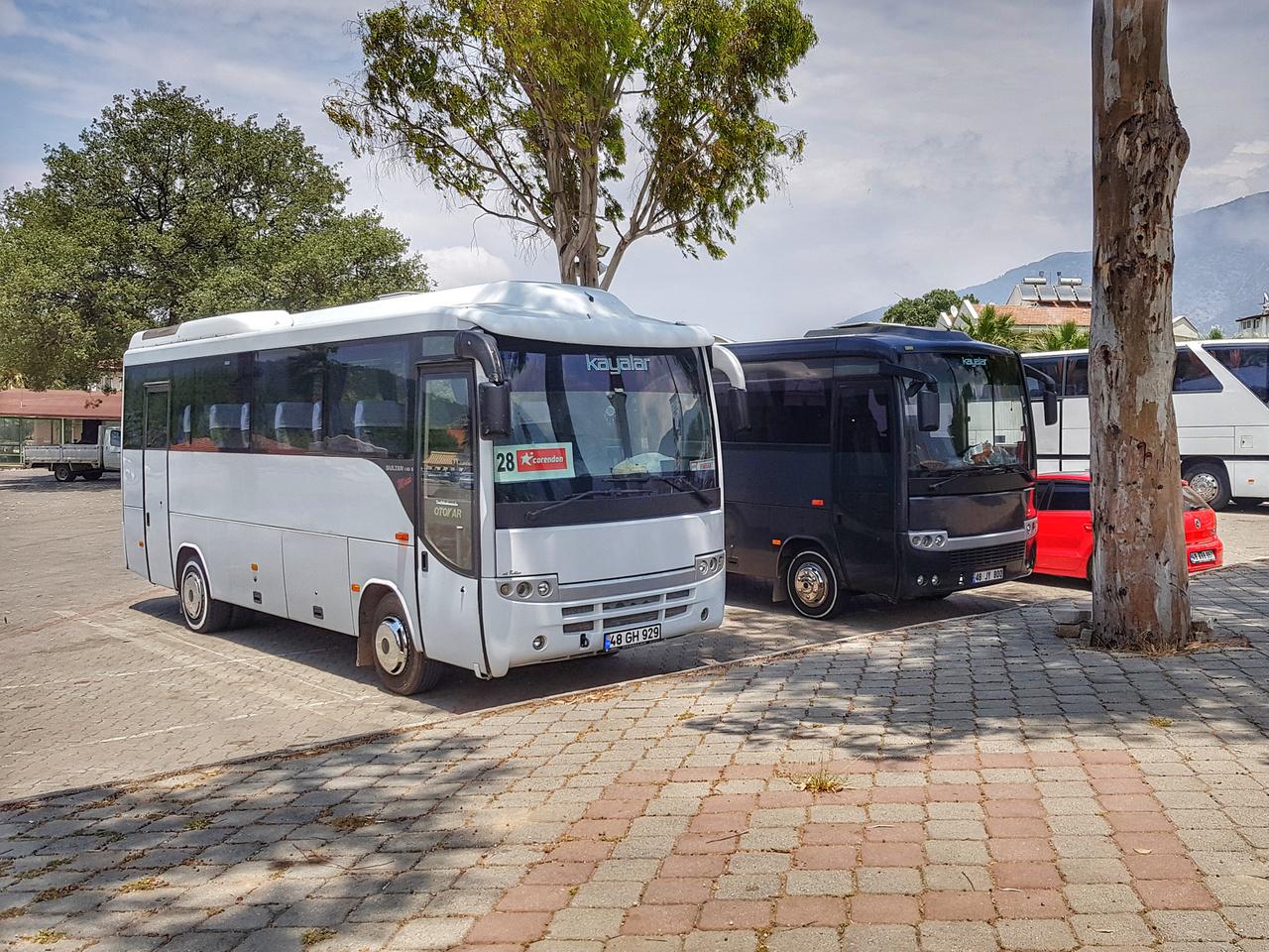A Koç birodalom másik ékköve az Otokar, amelynek főleg mini- és midibuszaival elvétve itthon is találkozhatunk. A kisméretű Sultan széria nagyon fontos szerepet játszik a rövid- és közepes távú személyszállítás területén, de természetesen gyártanak teljes méretű, távolsági közlekedésre alkalmas buszokat is. Ez a cég is 1963 óta létezik folyamatosan és ők is gyártanak a hadiipar számára, hasonlóan a BMC-hez