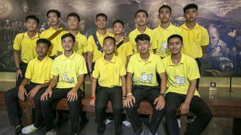 Évfordulót ünnepeltek a barlangból kimentett thaiföldi gyerekek