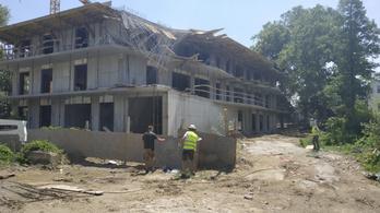 Súlyos munkahelyi baleset történt egy balatonföldvári építkezésen
