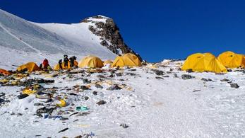Nyolcezer kilónyi emberi ürülék van a Mount Everesten