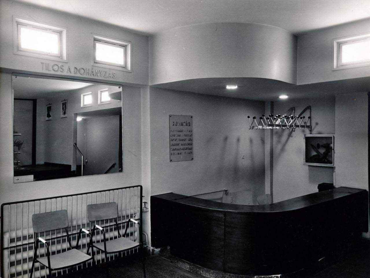 A mozi túlélte a világháborút, és néhány névváltás után Bartók lett belőle, akár csak a Horthy Miklós útból.