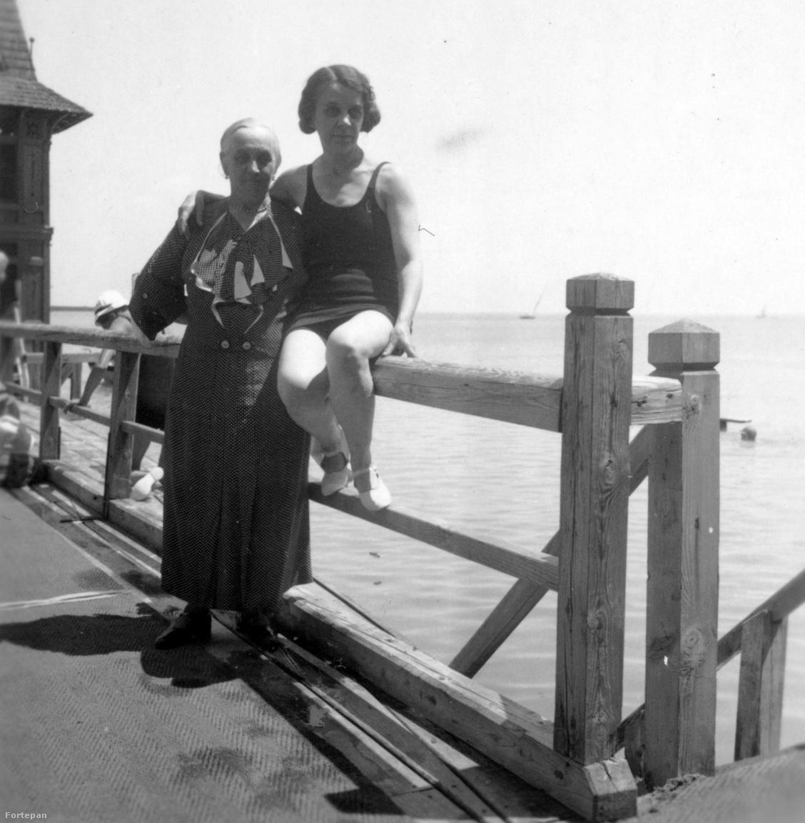 Cholnoky Jenő második felesége1936. Magyarország, Balatonfüred fürdőház.