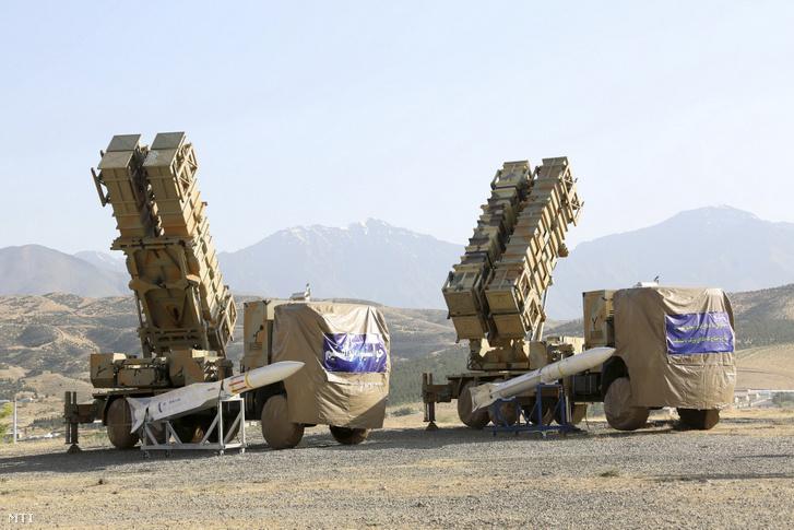 Az iráni védelmi minisztérium honlapján 2019. június 9-én közreadott, keltezetlen felvétel az iráni fejlesztésű Khordad 15 föld-levegő légvédelmi rendszer kilövőállásairól és rakétákról Iránban. Meg nem erősített hírek szerint Szajjad 3 típusú elfogórakétákra fejlesztették ki a rendszert, és radarjai több célpont egyidejű befogására képesek.