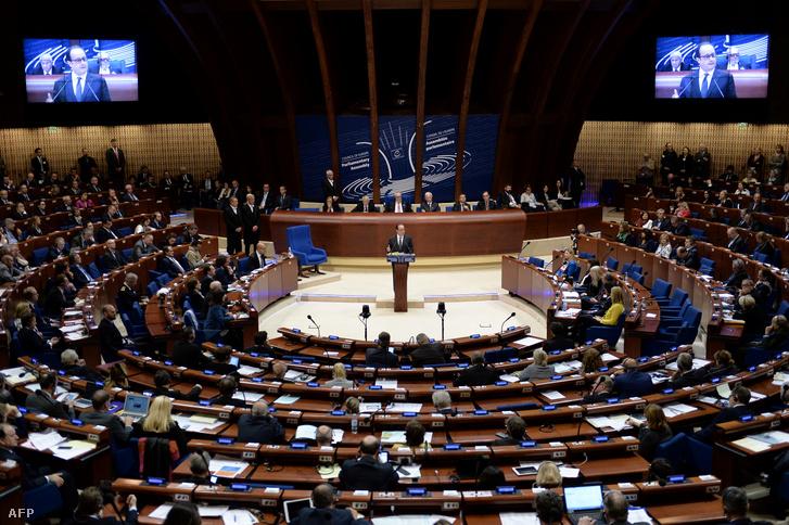 Francois Hollande beszél az Európai Tanács épületében 2016. október 11-én