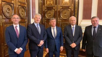 45 perces hivatalos program után hétvégéztek egyet Szentpéterváron a KDNP vezetői