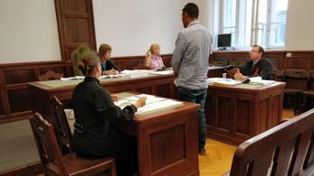 Két év felfüggesztett a házfelügyelőt zsaroló volt fideszes önkormányzati képviselőnek