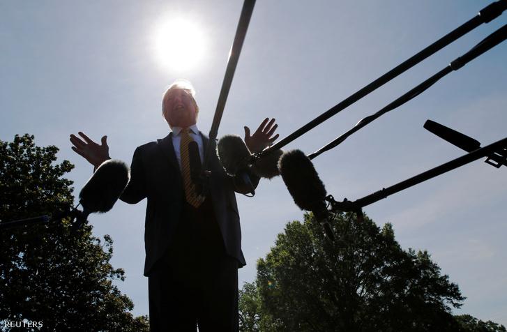 Donald Trump nyilatkozik a sajtónak Camp Davidben 2019. június 22-én