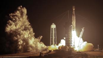 A SpaceX középső rakétája nem tudott landolni, a tengerbe esett