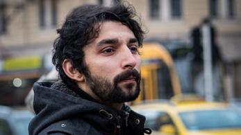 A kulturális újság főszerkesztője elment Londonba árufeltöltőnek