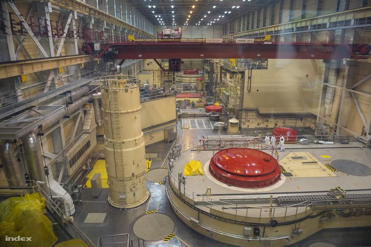 A 4-es blokk reaktora a piros fedél alatt.